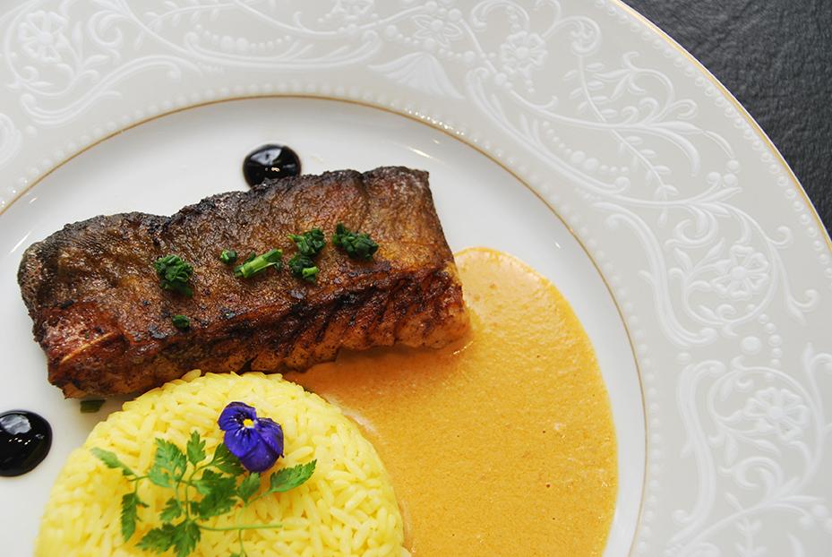 Bistro De Paris Restaurant Laval Pave De Saumon